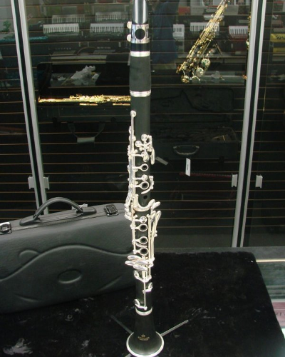 Schiller Clarinet Plastic w/Wood Grain Finish - Floor Model