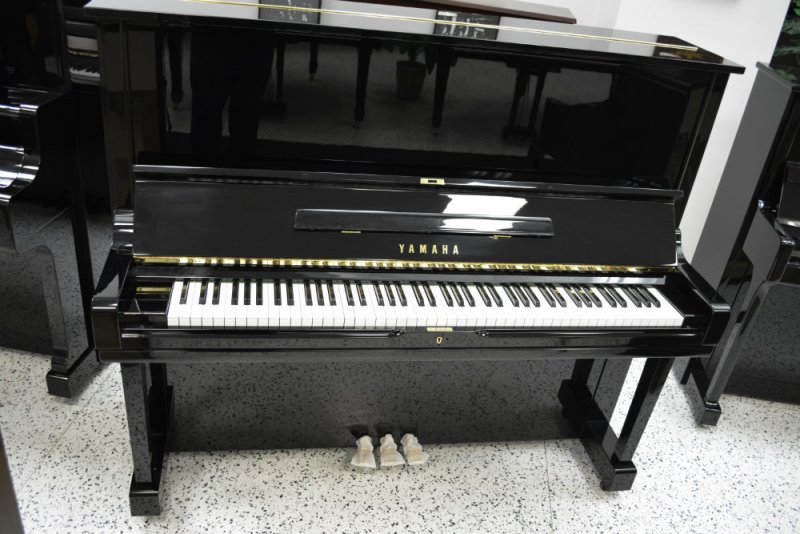 Yamaha u3 professional upright piano pre owned for Yamaha u1 professional upright piano